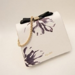 กระเป๋าแฟชั่นเกาหลีพร้อมส่ง รหัส SUIF0108WH สีขาว แต่งโบว์บนกระเป่า แบบสวยน่าใช้มากค่ะ