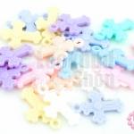 จี้พลาสติก สีพาลเทล ไม้กางเขน คละสี 14X20มิล(1ขีด)