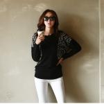 เสื้อแฟชั่นเกาหลีแขนยาว เย็บแต่งช้วงแขนเสื้อด้วยผ้าลายเก๋ ตัวเสื้อสีดำ