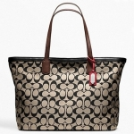 กระเป๋า COACH WEEKEND PRINTED SIGNATURE ZIP TOP TOTE KHAKI BLACK F23107