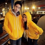 เสื้อกันหนาวคู่รัก ชาย+หญิง เสื้อกันหนาวแบบซิป สีเหลือง มีฮูด + +พร้อมส่ง+