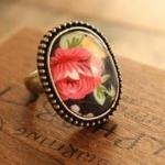 พร้อมส่งจ้า*** แหวนวินเทจ ลายดอกกุหลาบสีแดง ตัวแหวนปรับขนาดได้ค่ะ