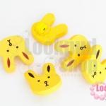 กระดุมไม้การ์ตูน สีเหลือง หน้ากระต่าย 18x20 มิล(10ชิ้น)