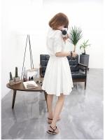 เดรสแฟชั่นเกาหลี ช่วงบนตัวเสื้อตัดแต่งทรงเชิต เข้ารูป กระโปรงทรงปล่อย สีขาว