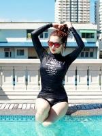 ชุดว่ายน้ำแขนยาว สีดำ สกรีนอักษรที่หน้าอก กางเกงบิกินี่