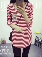 เสื้อแฟขนยาวแฟชั่นเกาหลี ลายขวาง ปักลายที่อกเสื้อ สีขาวแดง