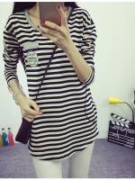 เสื้อแฟขนยาวแฟชั่นเกาหลี ลายขวาง ปักลายที่อกเสื้อ สีขาวดำ