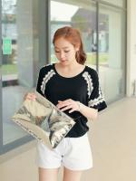 เสื้อแฟชั่นเกาหลี แขนสั้น เย็บตกแต่งบุลายช่วงแขนเสื้อ เนื้อผ้า cotton สีดำ