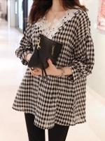 เสื้อแฟชั่นเกาหลี ทรงปล่อยลายตารางขาวดำ ตัดเย็บตกแต่งลูกไม้ลายใหญ่ช่วงคอเสื้อ