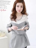 เสื้อแฟชั่นเกาหลีตัดแต่งช่วงไหล่ด้วยลูกไม้ เสื้อลายตารางเล็กขาวดำ