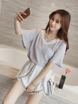 เสื้อแฟชั่นเกาหลี เย็บแต่งช่วงคอ ลายสวยหวาน สีเทาอมฟ้าพาสเทล สวยหวาน