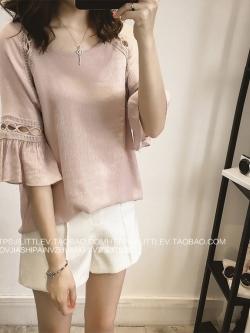 เสื้อแฟชั่นเกาหลี เย็บแต่งช่วงตัวและแขนเสื้อด้วยลูกไม้บุลาย สวยเก๋ สีเทาอมชมพู