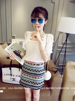 เสื้อแฟชั่นเกาหลี เว้าไหล่ แต่งช่วงไหล่เย็บผ้าลูกไม้ลายใหญ่สวยเก๋ สีขาว
