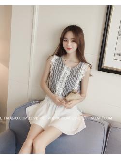 เสื้อแฟชั่นเกาหลี แขนกุด ตัวเสื้อเย็บแต้งลูกไม้ลายใหญ่สีขาว สวยหวาน