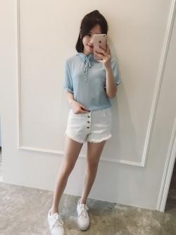 เสื้อแฟชั่นเกาหลี คอจีน ผูกโบว์ เนื้อผ้ามีลายในตัว สีฟ้า