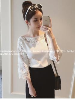 เสื้อแฟชั่นเกาหลี เย็บตกแต่งลูกไม้ช่วงคอเสื้อถึงแขนเสื้อ ทรงคอปาด สีขาว