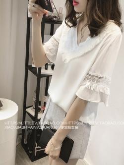 เสื้อแฟชั่นเกาหลี คอวี เย็บแต่งคอเสื้อสวยเก๋ๆ สีขาว