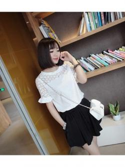 เสื้อแฟชั่นเกาหลี เย็บแต่งแบบ 2 ชั้น เนื้อผ้าลูกไม้แก้วบุลาย สีขาว สวยหวาน