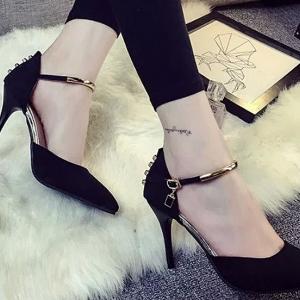 รองเท้าส้นสูงกำมะหยี่สีดำ