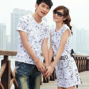 ชุดคู่รัก เสื้อคู่รักเกาหลี แฟชั่นคู่รัก ชายเสื้อยืด หญิงเดรสแขนสั้นแต่งเม็ดประดับรอบเอวยืด ด้านหลังมีผ้าผูก โทนสีขาวค่ะ
