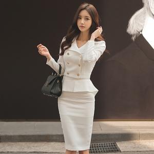ชุดเดรสสีขาวคอปก