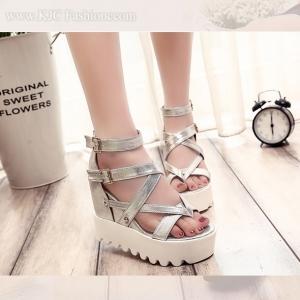 รองเท้าหนังสีเงินสไตล์เกาหลี