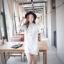 เดรส/เสื้อตัวยาวแฟชั่นเกาหลี ลายทาง ตัวเสื้อทรงเชิตเก๋ ๆ สีขาว thumbnail 1
