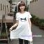 เสื้อยืดคลุมท้องแขนสั้น สีขาว : ลายโบว์สีน้ำเงิน รหัส SH004 thumbnail 1