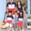 ชุดเซตพ่อแม่ลูกชาย ชายเสื้อยืด+ หญิงเดรสแขนกุด+เด็กชายเสื้อยืด แต่งลายแถบสีกรมขาวแดง +พร้อมส่ง+ thumbnail 3