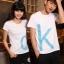 เสื้อยืดคู่รัก แฟชั่นคู่รัก ชาย + หญิง เสื้อยืดแขนสั้น เสื้อสีขาว สกรีนลาย OK +พร้อมส่ง+ thumbnail 5