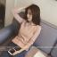 เสื้อแฟชั่นเกาหลี แขนยาว ทรงเสื้อเข้ารูป คอปาด เนื้อผ้า cotton ยืด สีชมพู thumbnail 2