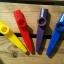 คาซู่ กาซู่ วัสดุ พลาสติก Plastic Kazoo สีเหลือง แดง ม่วง น้ำเงิน เขียว thumbnail 3