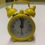 นาฬิกาปลุกจิ๋วๆ สีเหลือง 4*6*1.8cm พร้อมถ่านกระดุม LR44