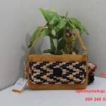 Kipling Vecka Basket W Pr Bog หิ้วได้เก๋ไก๋ ขนาด 23 L x 13 H x 5 W cm medium