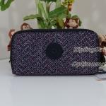 Kipling Uzario Mini Geo เป็นกระเป๋าสตางค์ใบยาวแบบ 2 ซิปรอบ ขนาด 10 L x 18.5 H x 3.5 W cm