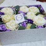 กล่องดอกไม้ กุหลาบขาว ม่วง พรีเมี่ยม ฝาปิดครอบได้