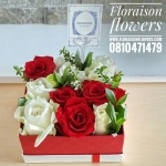 กล่องดอกไม้ กุหลาบ แดงขาว (M)